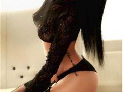 Curve Constanta: Bruneta de lux , 100 reala , Ma deplasez si La Hotel