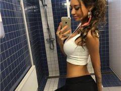 Curve Constanta: Buna sunt o fata tanara si frumoasa pentru prima oara in Mamaia